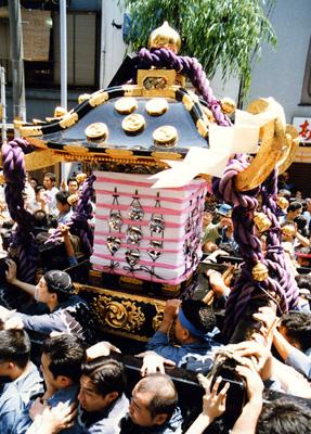 三社祭の本社神輿