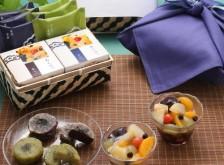 榮太樓 竹かご風呂敷セット季節の和菓子詰合せ・万緑